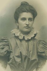 Eva Ridoux (1878 – 1961)